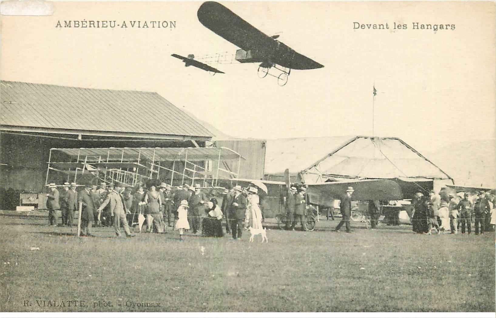 carte postale ancienne 01 Ambérieu Aviation. Avion devant les Hangars