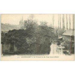 carte postale ancienne 22 GUINGAMP. Le Trieux vu du Pont Saint-Michel. Lavandière
