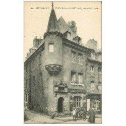carte postale ancienne 22 GUINGAMP. Vieille Maison Rue Notre-Dame. Vendeuse ambulante devant le Café