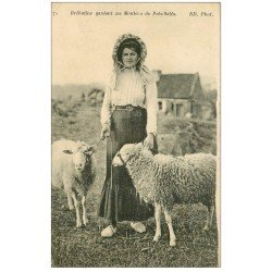 carte postale ancienne 22 ILE DE BREHAT. Bréhatine gardant ses Moutons de Pré-Salés
