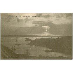 carte postale ancienne 22 ILE DE BREHAT. Soleil Couchant