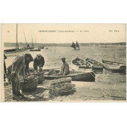 carte postale ancienne 22 PERROS-GUIREC. Le Port. Pêcheurs embarquant leurs nasses et cordages