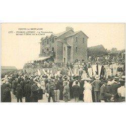 carte postale ancienne 22 PERROS-GUIREC. Procession du 15 Août devant l'Hôtel de la Clarté