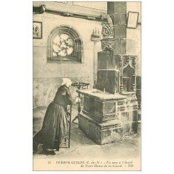 carte postale ancienne 22 PERROS-GUIREC. Un voeu à l'Autel Notre-Dame de la Clarté