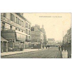 carte postale ancienne 77 FONTAINEBLEAU. Bazar Hôtel de Ville et Nouvelles Galeries Rue Grande. Magasin de cartes postales
