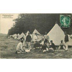 carte postale ancienne 77 FONTAINEBLEAU. Camp d'Avon 1911 l'Heure de la Soupe. Militaires et Campement