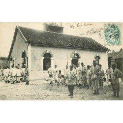 carte postale ancienne 77 FONTAINEBLEAU. 46° de Ligne la Soupe 1906. Militaires et Caserne.