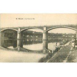 carte postale ancienne 77 MELUN. Le Pont du Mée avec Pêcheurs à la ligne