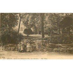 carte postale ancienne 77 MELUN. Les Rochers Jardin de l'Hôtel de Ville. Femmes et Enfants 1914