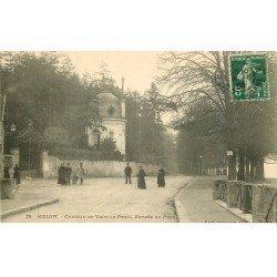 carte postale ancienne 77 MELUN. Parc Château de Vaux-le-Pénil avec Facteur à vélo 1908