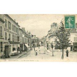 carte postale ancienne 77 MONTEREAU. Rue de la Poterie Hôtel de la Croix Verte