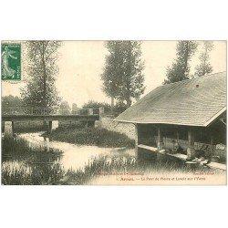 carte postale ancienne 28 ARROU. Lavandières Pont de Pierre et Lavoir sur l'Yèrre 1909