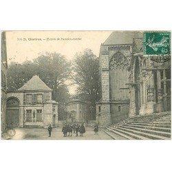 carte postale ancienne 28 CHARTRES. Ancien Evêché 1909 écoliers