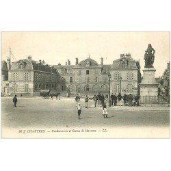 carte postale ancienne 28 CHARTRES. Gendarmerie et Statue de Marceau. Affiches Dunlop