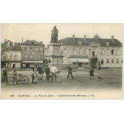 carte postale ancienne 28 CHARTRES. Hôtel du Grand Monarque Place des Epars. Léger blanc...