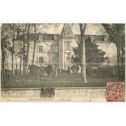carte postale ancienne 28 NOGENT-LE-ROTROU. Ecoliers devant l'Hôtel-Dieu 1905