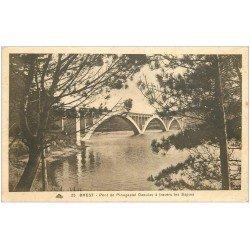 carte postale ancienne 29 BREST. Le Pont de Plougastel Daoulas a travers les sapins n°25