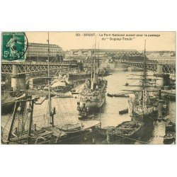 carte postale ancienne 29 BREST. Passage du Duguay-Trouin sous Pont National ouvert 1910