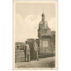 carte postale ancienne 29 CONCARNEAU. Horloge et Remparts Ville Close. Vieux Loups de Mer