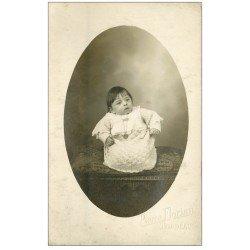 carte postale ancienne 33 BORDEAUX. Carte Photo Bébé dans ses langes vers 1910. Pierre Florian Photographe à Bordeaux