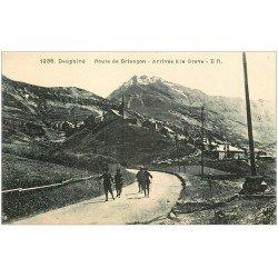 carte postale ancienne 05 LA GRAVE. Chasseurs Alpins Route de Briançon