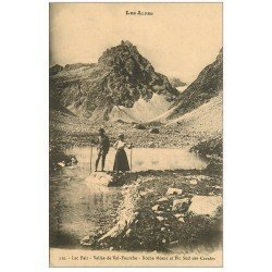carte postale ancienne 05 Lac Pair Vallée de Val-Fourche. Roche Méane et Pic Sud des Cavales. Randonneurs