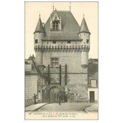 carte postale ancienne 37 LOCHES. La Porte des Cordeliers avec Pêcheur