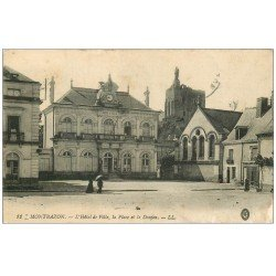 carte postale ancienne 37 MONTBAZON. Place Hôtel de Ville