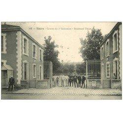 carte postale ancienne 37 TOURS. Caserne Cuirassiers Boulevard Thiers 1910