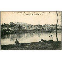 carte postale ancienne 37 TOURS. Coteau Ecole Normale des Tilleuls. Fermière et Poules