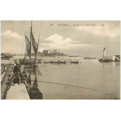 carte postale ancienne 06 ANTIBES. Port et Fort Carré. Pêcheurs à la ligne