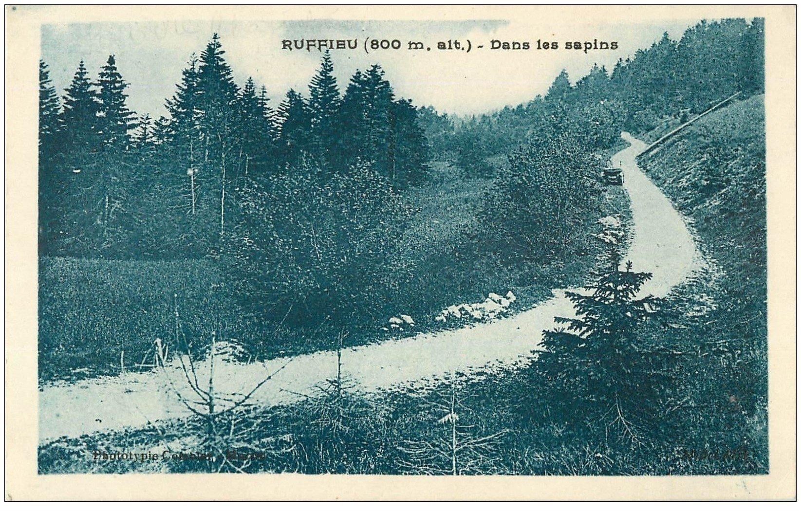 carte postale ancienne 01 RUFFIEU. Voiture au bord de la Route 1928