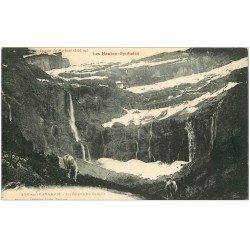 carte postale ancienne 65 GAVARNIE. Intérieur Cirque et Epaule du Marboré avec Vaches