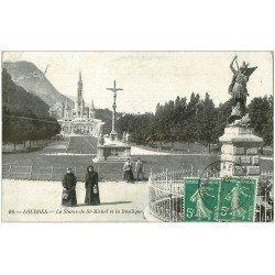 carte postale ancienne 65 LOURDES. La Basilique et Statue de Saint-Michel 1910