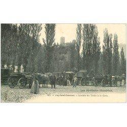 carte postale ancienne 65 LUZ-SAINT-SAUVEUR. Fiacres en attente du Train à la Gare vers 1900