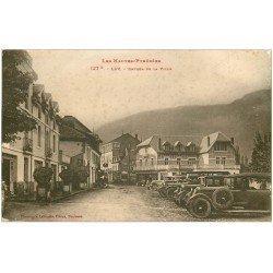 carte postale ancienne 65 LUZ-SAINT-SAUVEUR. Superbes voitures anciennes Entrée de la Ville
