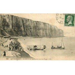 carte postale ancienne 76 LE TREPORT. Arrivée d'un Hydroavion sur la Plage vers 1914