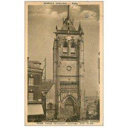carte postale ancienne 76 AUMALE. Eglise voiture devant Grand Portail 1936
