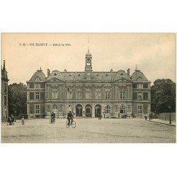 carte postale ancienne 76 ELBEUF. Hôtel de Ville cyclistes