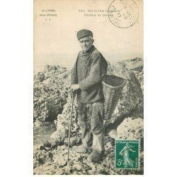 carte postale ancienne 76 FECAMP. Pêcheur de Moules 1911