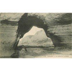 carte postale ancienne 76 FECAMP. Falaises Porte de la Reine animation 1913