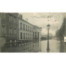 carte postale ancienne 76 ELBEUF. Crue de la Seine 1910 Rue Solférino Cirque Théâtre