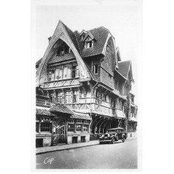 carte postale ancienne 76 ETRETAT. Voiture ancienne devant la Rôtisserie. Carte Photo