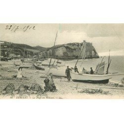 carte postale ancienne 76 ETRETAT. La Plage des Pêcheurs 1912