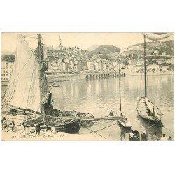 carte postale ancienne 06 MENTON. Le Port. Bateau de Pêcheurs