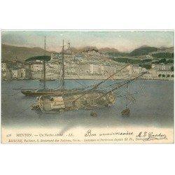 carte postale ancienne 06 MENTON. Un Navire échoué au Port vers 1906...