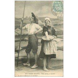 carte postale ancienne 44 AU MARAIS SALANTS. Paludier et Paludière 1906. Tu boudes ?...
