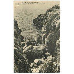 carte postale ancienne 44 LE CROISIC. Coupure de Rochers dans Falaise 1925