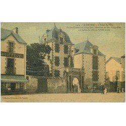 carte postale ancienne 44 LE CROISIC. Hôtel de Ville et Coiffeur. Superbe carte toilée 1910