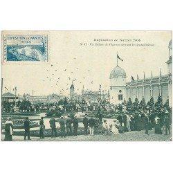 carte postale ancienne 44 NANTES. Exposition de 1904. Lâcher de Pigeons Grand Palais
